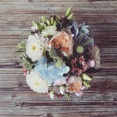 W e e d i n g . . .  Le joli bouquet de Josephine  Mes petits amoureux... Un plaisir de vous avoir accompagné   #wedding #flowers #sweetcolor #lefleuriste #florist #fleuriste #instaflower #instawedding #instalove #bride #bouquet #mariage