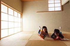 KYOHEI OGAWA – STYLIST AND MIKIKO, SENA, KOUKI, YUKA AND JOHNNY THE DOG AT HOME IN HAYAMA, JAPAN