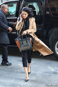 Vanessa Hudgens - Out and About in NYC - January 2016 Estilo Vanessa Hudgens, Vanessa Hudgens Style, Hippie Style, My Style, Smart Casual Wardrobe, Fashion Catalogue, Fall Looks, Fashion Outfits, Womens Fashion