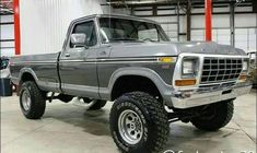 I totally appreciate this color choice for this 1976 Old Pickup Trucks, Farm Trucks, Lifted Chevy Trucks, Lifted Ford Trucks, 4x4 Trucks, Cool Trucks, Custom Trucks, Small Trucks, Ford 79