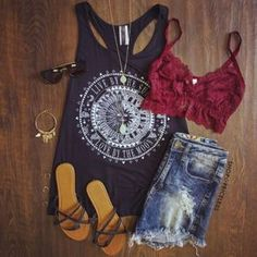 When tank tops and shorts appear in the street, you will consider your new looks because summer is around. As it is getting hotter and hotter, it is time for you to pull your summer staples out or improve your wardrobe. To welcome a hot season, what are you going to wear for the street … Continue reading Cute Outfits deas to Wear This Summer →
