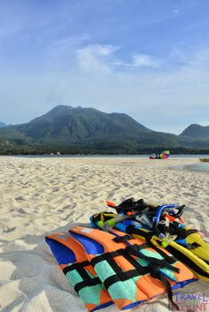 Such a rare moment seeing the mountainside scenery and the beach shores meet for a common cause - vacation at its best! Only in Camiguin, Philippines! #travel #ttot #backpackers