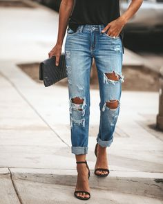 Women's fashion PREORDER - Crawford Boyfriend Denim Buying a Swimsuit: A Guide for Women of all Shap Pantalones Boyfriend, Jeans Boyfriend, Boyfriend Jeans Outfit Summer, Boyfriend Style, Denim Shorts Outfit Summer, Girlfriend Jeans, Perfect Boyfriend, Summer Jeans, Trendy Summer Outfits