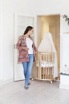 Lockable swivel wheels on Stokke Sleepi Mini Crib make it easy to move from room to room.