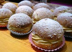 Pražské koláče • recept • bonvivani.sk Hamburger, Muffin, Cooking Recipes, Bread, Breakfast, Sweet, Food, Basket, Morning Coffee
