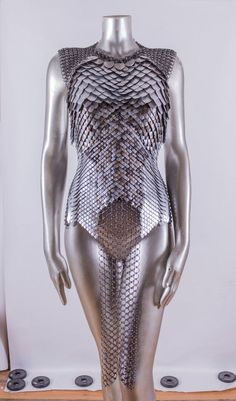 Made To Order: Modular Chain & Scalemail Top armour - Trend Kostüm Frauen 2020 Scale Mail, Vetement Fashion, Fantasy Costumes, Fantasy Armor, Medieval Dress, Inspiration Mode, Chain Mail, Looks Style, Costume Design