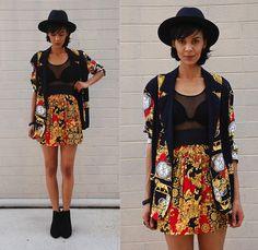 Luna Nova - Thrifted Black Hat, Vintage Baroque Blazer, Lulutrésors Baroque Skirt - New in Town