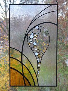 Glas in lood, misschien als soort gordijn op glazen panelen van spreekkamers