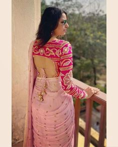 Top 30 Latest And Trendy Blouse Designs For Back Neck Sari Blouse, Blouse Sexy, Saree Blouse Neck Designs, Fancy Blouse Designs, Bridal Blouse Designs, Choli Blouse Design, Wedding Saree Blouse, Sari Design, Choli Designs