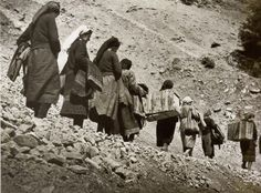 Many ignore the contribution of Greek women in the Greek-Italian war; their voluntary and spontaneous offering and self-sacrifice remains a largely unknown. Greece History, Greek Soldier, Unsung Hero, Famous Photographers, Thessaloniki, Albania, Military History, Old Photos, Mount Rushmore