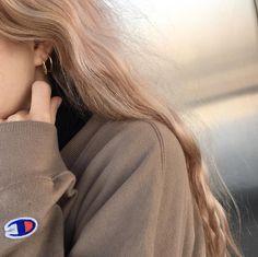 girl, hair, and aesthetic image Brown Aesthetic, Aesthetic Photo, Aesthetic Girl, Hair Inspo, Hair Inspiration, Love Fashion, Korean Fashion, 90s Fashion, Fashion Clothes