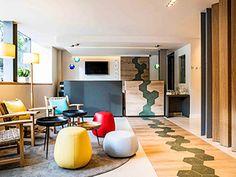 L'hôtel ibis Styles Barcelona Centro se trouve près de la Sagrada Familia, de la Casa Milà et du Paseo de Gracia. Décoration moderne autour du thème « Barcelone à vos pieds » et adaptée aux familles. Les chambres garantissent un séjour confortable. C'est l'hôtel parfait pour découvrir les nombreuses options culturelles de la ville à un prix intéressant. Nous avons hâte de vous accueillir à Barcelone.