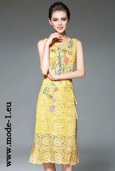 Elegantes Sommerkleid mit Blumen Wadenlang