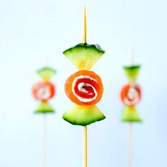 Tasty cucumber smoked salmon candy. Smoked salmon with cream cheese, dill and cucumber as you know it. In bite-sized in fun candy shapes on a stick! For recipe follow link in profile.  #foodporn #instafood #instagood #foodie #tbt #foodgawker #tastespotting #foodgram #foodgasm #thefeedfeed