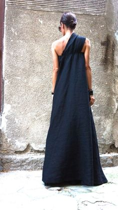 XXL XXXL Maxi robe / caftan robe lin noir / une épaule par Aakasha