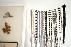 Karen Barbé-clothes line for scarves