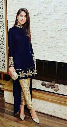 indian fashion Anarkali -- Click VISIT link to read more . - indian fashion Anarkali — Click VISIT link to read more - Indian Designer Outfits, Indian Outfits, Designer Dresses, Asian Fashion, Look Fashion, Fashion Women, Latest Fashion, High Fashion, Fashion Trends