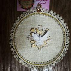 Mandala Divino Espírito Santo.  Pode ser pendurada na porta ou na parede.