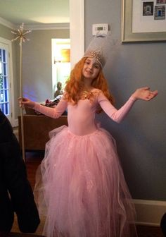 """""""Glinda the Good Witch"""" Entered into our Recycled Costume Contest by Elizabeth… Creative Costumes, Cool Costumes, Costume Ideas, Pink Halloween, Halloween 2018, Glinda Costume, Glenda The Good Witch, Homemade Costumes For Kids, Car Party"""