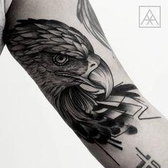 Tatuagem criada por Max Vorax de Curitiba.  Aguia em Blackwork.  #tattoo #tatuagem #tattoo2me #art #arte #blackwork