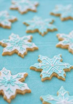 Snowflake Vanilla Almond Sugar Cookies || love and olive oil. As recommend by Bron