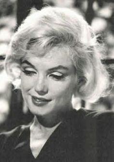 Marilyn Monroe photographiée par Allan Grant. Ce sont ses dernières photographies officielles prises le 4 juillet 1962, dans sa maison...