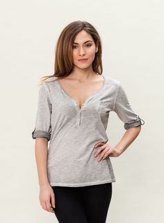 A classic in the fashionable look: The material is light and super comfortable to wear, the cut is beautifully figurbetont. The half-button strip makes the neckline variable. The long-sleeved shirt immediately becomes the favorite companion in everyday life, because it combines sporty casualness with fashionable aspects.COLOR