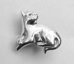 Zilv eren katten ring, handgemaakt ring met kat van Jewellery by Zilvera - silver, stones and fun op DaWanda.com  http://nl.dawanda.com/product/62099583-Ring-Katze-aus-Fein-Silber-Katzenskulptur