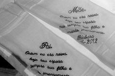 Amo esta ideia de dar lenços com uma mensagem bacana para os pais! <3