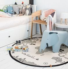 """The World Rug by OYOY Mini For each sold item we donate to WWF, to help save Polar Bears. Colour: Off White/ Black Size: D 135 cm (53"""" Dia) Material: 100% Cot"""