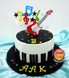 Musical Cake | Flickr - Photo Sharing! Guitar Birthday Cakes, Guitar Cake, Music Themed Cakes, Music Cakes, Bolo Da Hello Kitty, Fondant Cakes, Cupcake Cakes, Rock Star Cakes, Bolo Musical