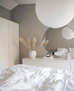 Bedroom Sofa, Room Ideas Bedroom, Home Decor Bedroom, Ikea Bedroom Design, Grey Wall Bedroom, Bedroom Inspo, Minimalist Room, Aesthetic Room Decor, Home Room Design