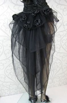 Tulle Bustle - DIY one of these.