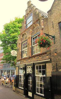 Old Dutch house. Rotterdam, Utrecht, Amsterdam Holland, Holland Netherlands, Amsterdam Houses, Leiden, Dutch People, Dutch House, Delft
