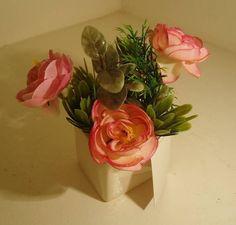 Vasos mini em cerâmica,flores e matinhos artificiais, Lindos para qualquer ambiente. R$ 25,39