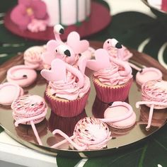 Flamingo-Liebe  #mundushannover  #flamingo #fineart #bakery #cakelove #cupcakes  #konditor #foodporn #instafood #instacake #instabake #foodfotography #happinessoverload #instagood #photooftheday #macarons #happy #delicious #fineartbakery #hannover