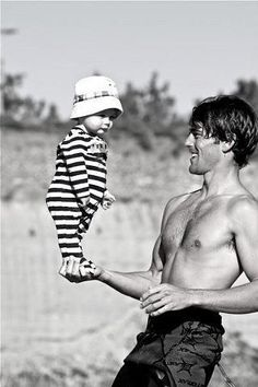 robert redford ~This is the most dangerous and adorable thing dads do. Robert Redford, Beautiful Men, Beautiful People, Cinema, Famous Faces, Belle Photo, Old Hollywood, White Photography, Movie Stars