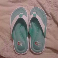 00749acf0c3 New OP ocean pacific slippers 7 8