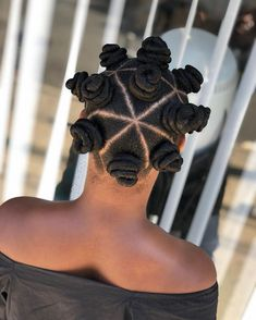 Who's going to ? Check out this quick and cuuute Bantu Knot style wanted for this years 2 day festival! I think… Natural Hair Transitioning, Transitioning Hairstyles, Natural Hair Updo, Natural Hair Styles, Au Natural, Afro Wedding Hairstyles, Bantu Knot Hairstyles, African Braids Hairstyles, Damp Hair Styles