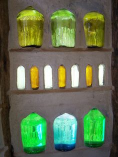 crea paredes de vidrio http://hagamoscosas.com/una-ventana-botellas-vidrio-muchas-ideas/ #hagamoscosas