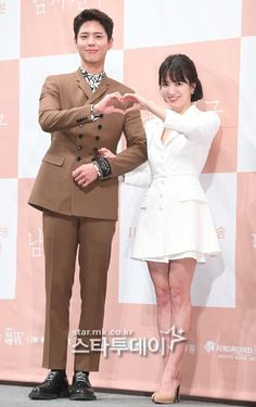 Use short skirts to look young but unfortunately, Song Hye Kyo unfortunately revealed that his legs are not flat - neuck Decendants Of The Sun, Autumn In My Heart, Moonlight Drawn By Clouds, Song Hye Kyo, Korean Star, Bo Gum, The Grandmaster, Look Younger, Asian Actors