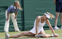maria sharapova cai em wimbledon tenis (Foto: Reuters)