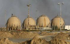 Refinaria de Baiji, ao norte de Bagdá, que o Exército iraquiano recuperou em outubro | Grupo terrorista detém o monopólio do petróleo em uma área com mais de 12 campos de exploração.