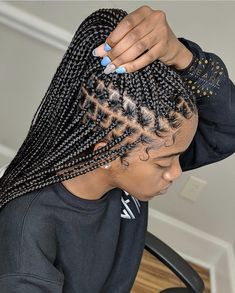All about Knotless box braids vs box braids from what are knotless box braids, cost, maintenance, differences and 15 knotless box braids hairstyles. Box Braids Hairstyles For Black Women, Braids Hairstyles Pictures, Twist Braid Hairstyles, African Braids Hairstyles, Braids For Black Hair, Twist Braids, Protective Hairstyles, Lemonade Braids Hairstyles, Havana Twists