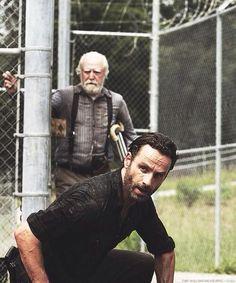 "Hershel & Rick; Season 3; ""Hounded"" The Walking Dead pic.twitter.com/U9huLL2n7b"