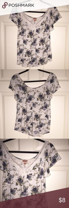 Final Price❗️Short Sleeve Blouse <Pre-Owned: Good Condition!>  Mossimo Supply Co. Color: White & Blue (Flower Pattern). Size: Medium. Short Sleeve V-Neck Top with Lace Trim. Good Condition!   *Price is Firm, Unless Bundled.  *15% off when you bundle 2 or more items. Or pick 4 items under $10 and bundle them for only $20 - simply tell me the 4 items and I will create a new listing just for you! Mossimo Supply Co. Tops Blouses
