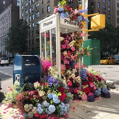 Sprawling Floral Installations Spill Over Garbage Cans and Phone Booths on New York City Streets | Colossal We Heart It, Colossal Art, Arte Floral, Floral Foam, New York Street, Flower Boxes, Looks Cool, Banksy, Flower Arrangements