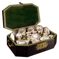 Meissen Chinoiserie Travelling Tea and Coffee Service in the Original Case Meissen Porcelain Manufactory 1723