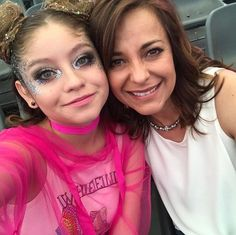 Karol en final de grabaciónes junto a  @anacarovalsagna💕 #soyluna Disney Channel, Victor Ortiz, Cute Girl Drawing, Disney Shows, Brazilian Girls, Son Luna, Disney Jewelry, Famous Girls, Sabrina Carpenter