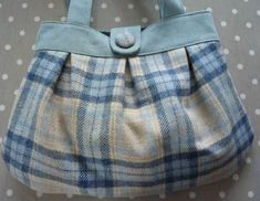 Back in November 2015 Zoe from Sozowhatdoyouknow put a call out for pattern testers for her (then) newly drafted Anya bag pattern. November 2015, Sewing Patterns, Casual Shorts, Shoulder Bag, Storage, Box, Fashion, Stitching Patterns, Purse Storage